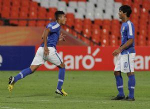 Resultados de la primera fecha del Grupo B: Brasil 1-0 Chile y Uruguay 2-0 Perú.