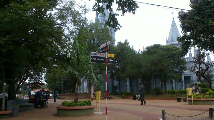 La calle Cnel Romero cruza todo el centro de la ciudad desde Las Residentas hasta 14 de Mayo