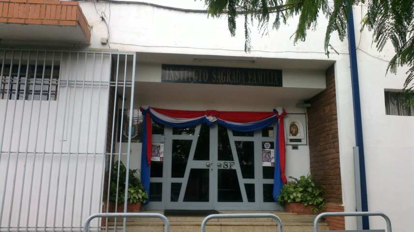 Fachada de la entrada principal del Instituto Sagrada Familia. (Imagen archivo)