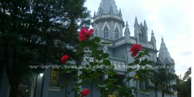 catedral con flores y letars (986 x 546)
