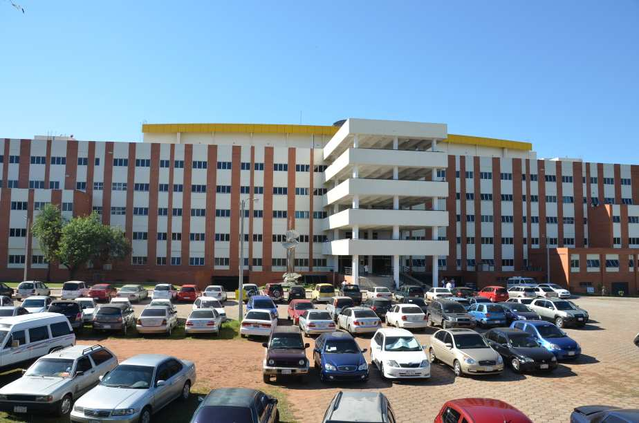 Edificio de Clínicas en San Lorenzo, un gigante en la Ciudad Universitaria