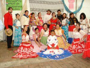 Grupo de danza que participa en las actividades folclóricas en el Principado de Asturias