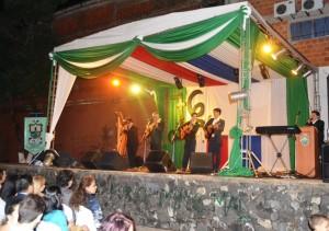 El grupo musical Ñasaindy, fue el broche de oro de la noche. Luego el público pudo disfrutar de un show de fuegos artificiales