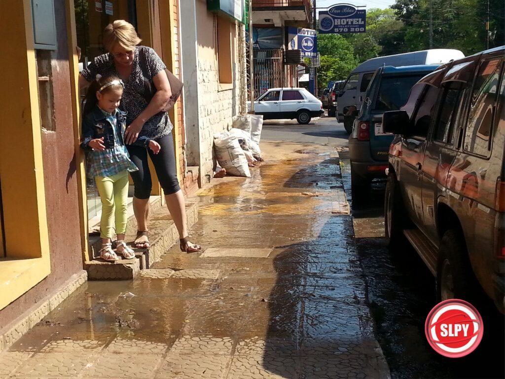 La insalubridad de las calles es la permanente en el centro sanlorenzano