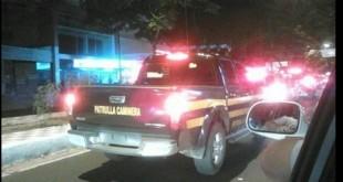 Una de las fotos capturadas por el lector de SLPY, Gustavo Fernández, donde se demuestra que la Patrulla Caminera transita en la ruta sin chapa.
