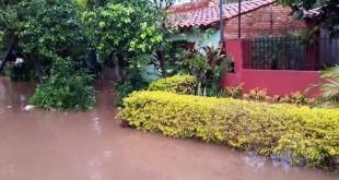 Una de las viviendas inundadas en Capiatá. Foto: ABC Color.