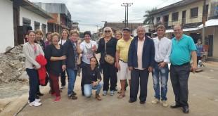 "Parte del grupo ""Todos por San Lorenzo"", en la calle Gral. Caballero posando para Sanlorenzopy"