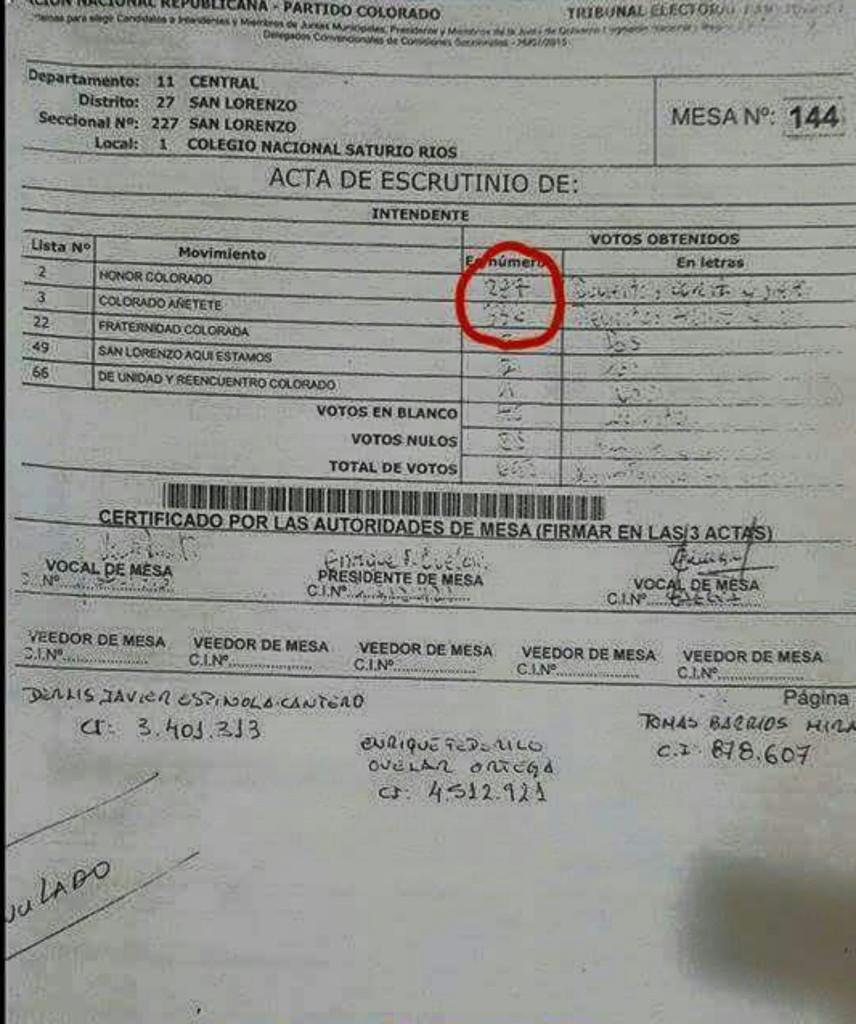 Fotocopia del acta de la mesa N° 144 del Saturio Ríos donde aparentemente se cometió fraude electoral