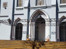 El armaje de metal, será sacado del lugar luego del 10 de agosto, de manera a liberar otra vez la fachada del templo de estilo neogótico