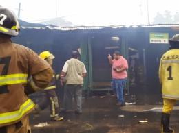 Ambos cuarteles de bomberos de San Lorenzo reclaman el aporte municipal. (Foto, incendio del mercado de San Lorenzo ocurrido en abril de este año)