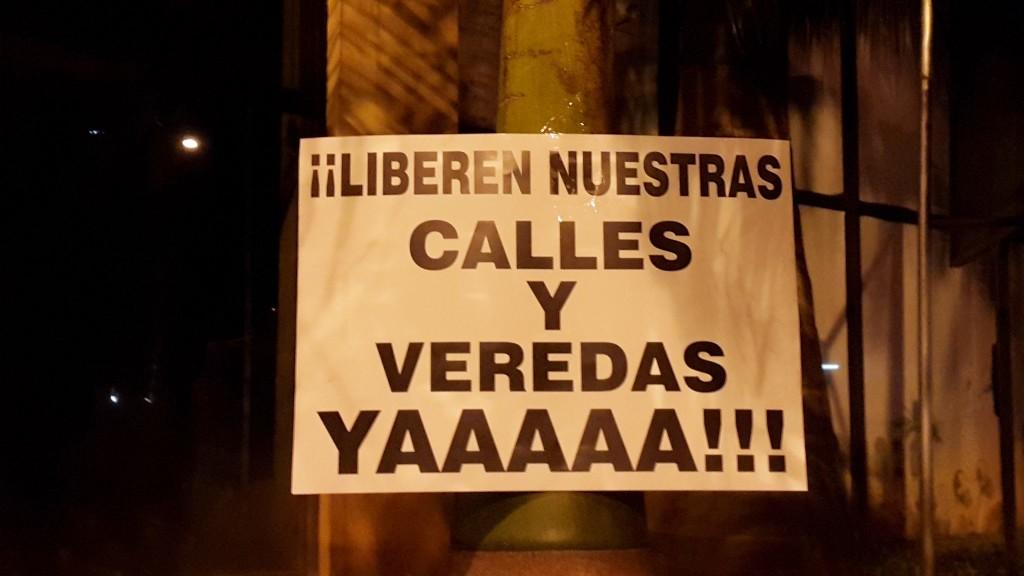 Uno de los carteles exibidos en manifestación realizada en abril de este año, donde el grupo ya exigió la liberación de calles y veredas del centro.