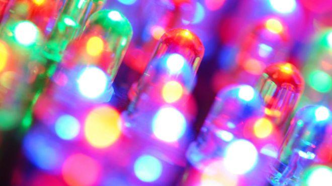 Compañías  interesadas en fabricar teléfonos inteligentes con sensores de luz LiFi. IMAGEN/BBC Mundo.