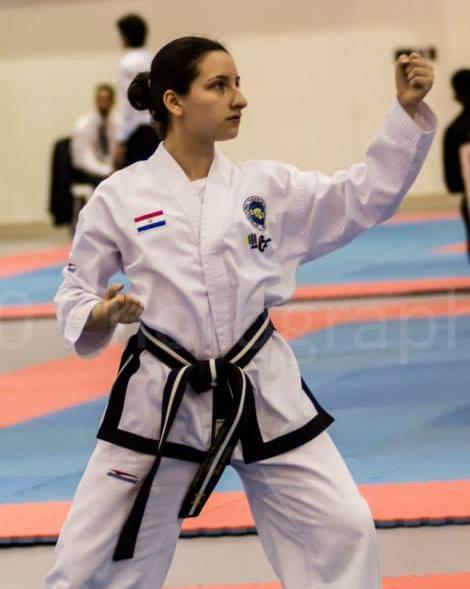 Célia Ávalos Cardozo, a pesar de su juventud ya hizo historia en el campo de las artes marciales.