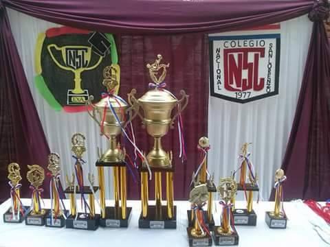 Trofeos que fueron entregados en la primera edición